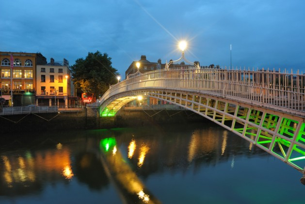 The Ha'penny Bridge over the River Liffey in Dublin, Ireland.